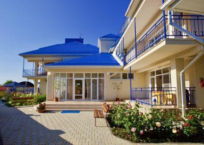 Отель «Радуга». Территория